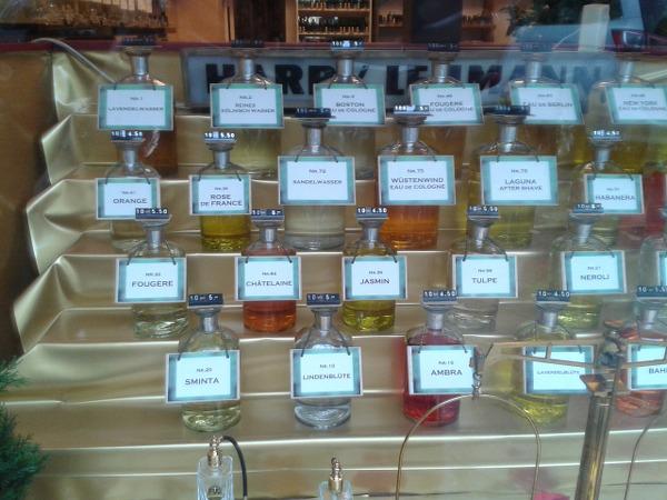 Lehmann Parfum nach Gewicht in Berlin Kantstraße Schaufenster 2