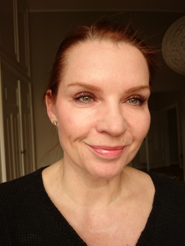 Laura Mercier Candleglow und Bobbi Brown Highlighter Powder Tragebild 1