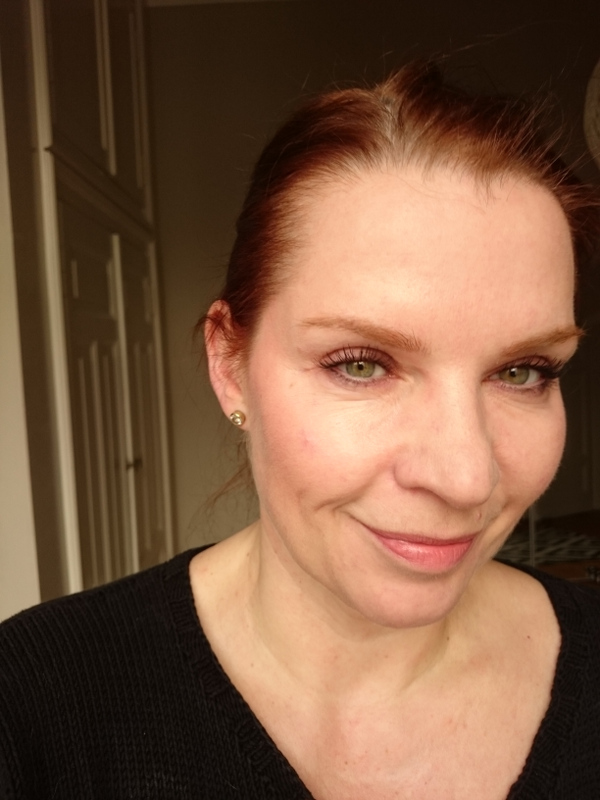 Laura Mercier Candleglow und Bobbi Brown Highlighter Powder Tragebild 2