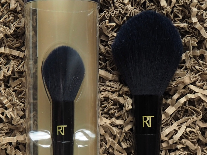 Real Techniques Powder Bleu Soft Powder Brush Soft Finishing Brush 2