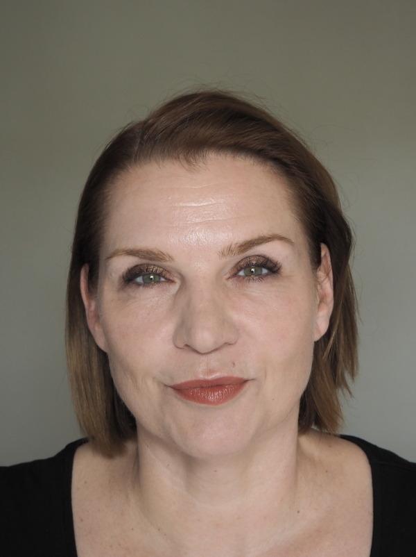 Makeup Glow Clarins SOS Primer Sisley Phyto Blush Twist Catrice Mono Eyeshadow Laura Mercier Dulche de Leche