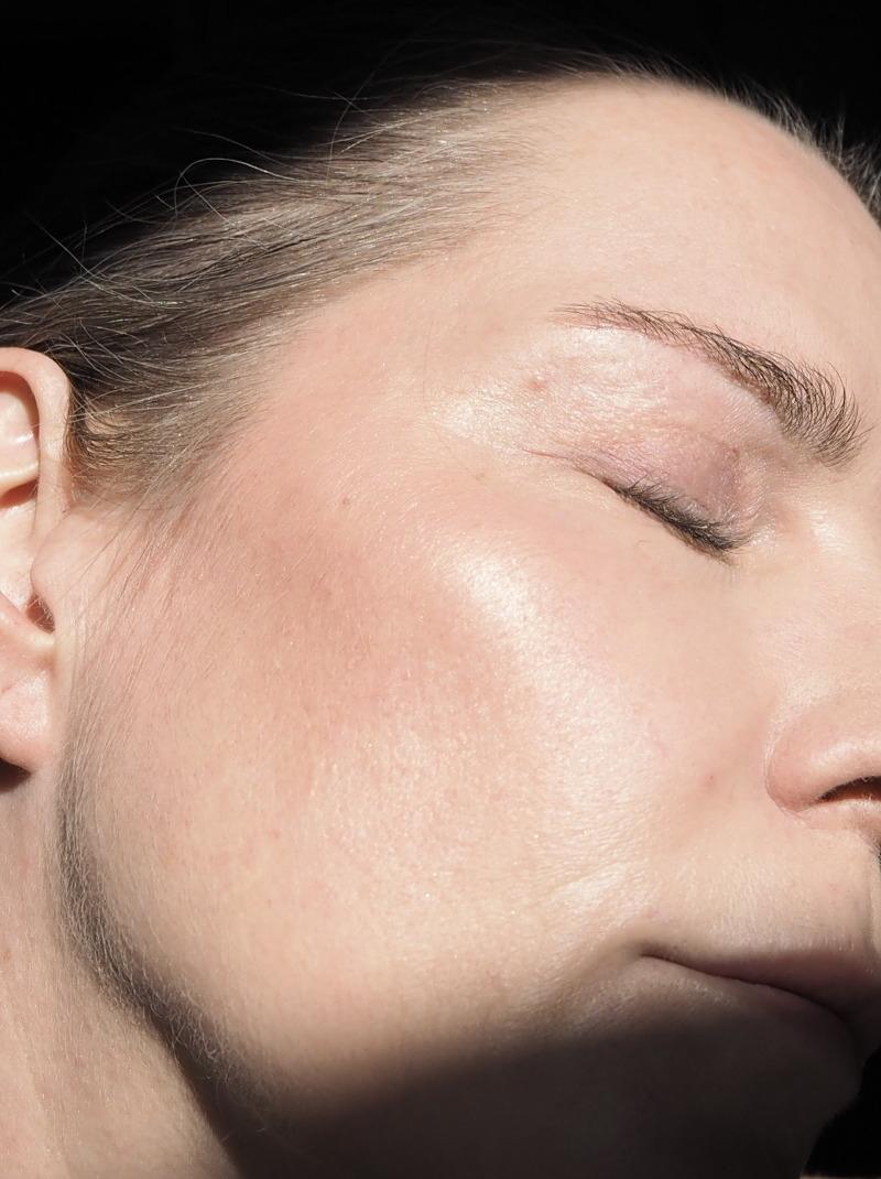 Clinique Cheek Pop On-The-Glow Trio Palette Swatch in der Sonne