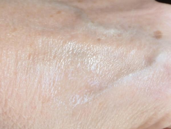 La Roche Posay Anthelios Transparentes Spray SPF50 Swatch