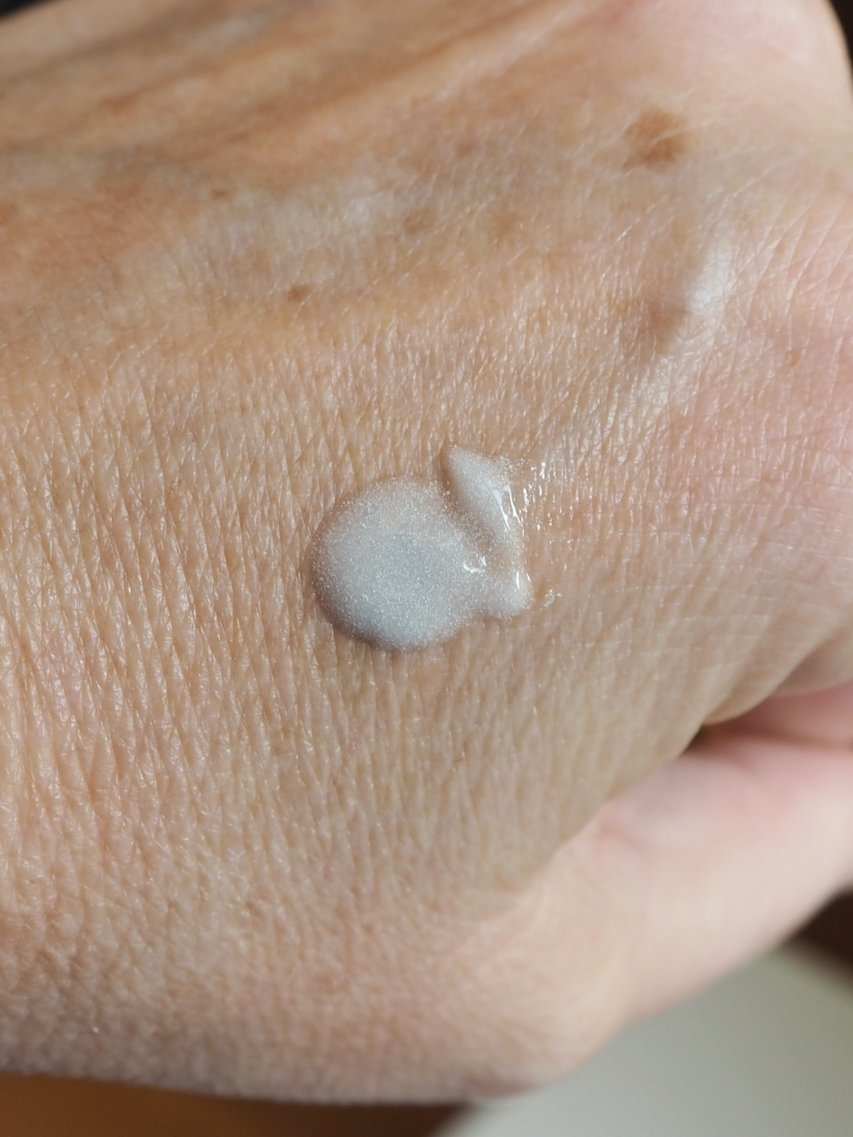 Clinique iD dramatically different moisturizing BB Gel Swatch 1