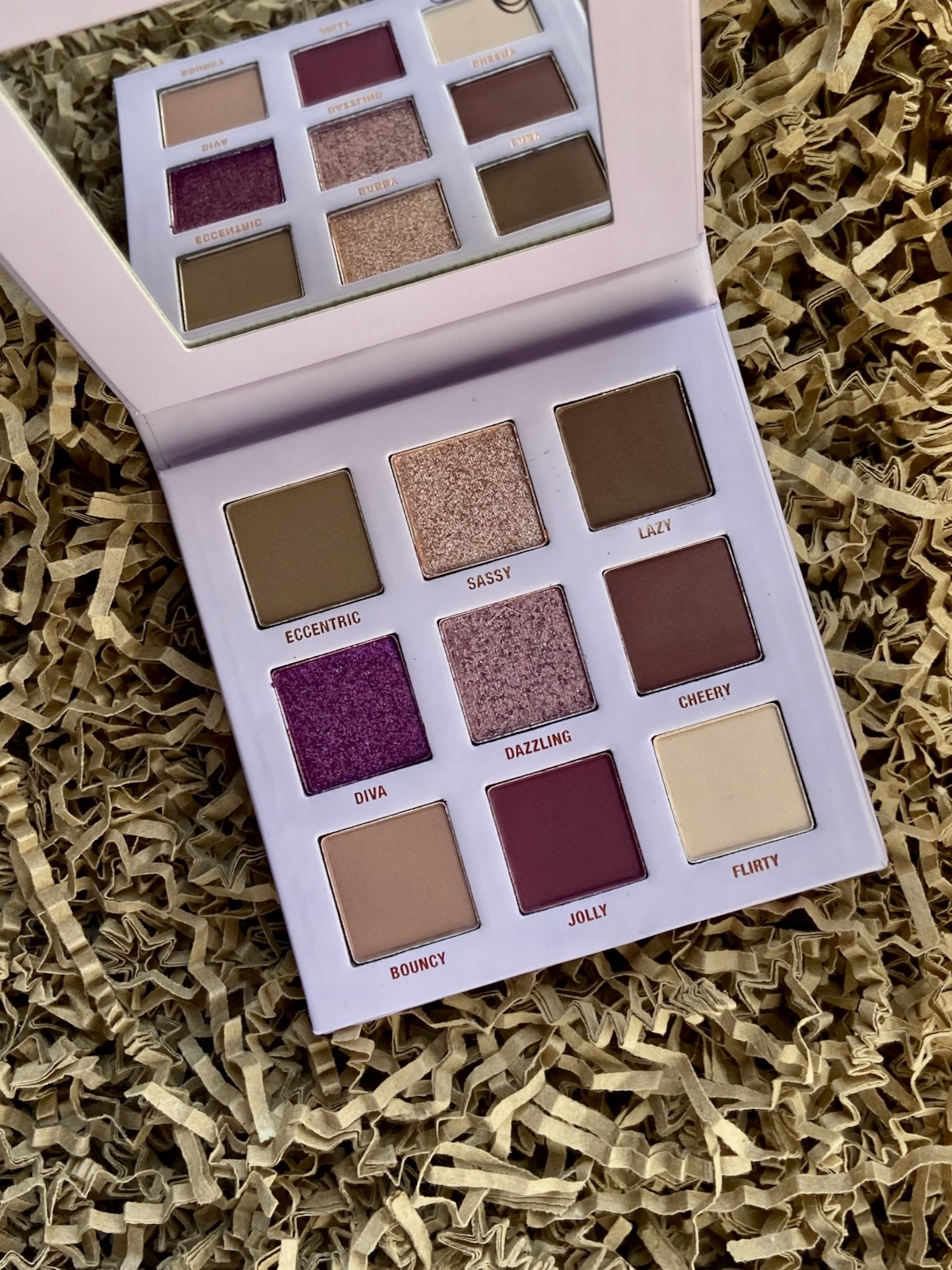 Catrice Daisy's Signature Eyeshadow Palette Farben