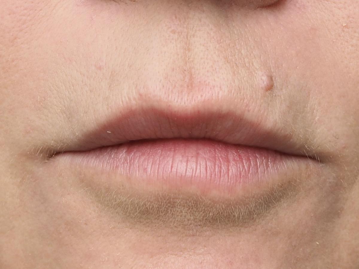 Roter Lippenstift Schritt 1- ungeschminkt