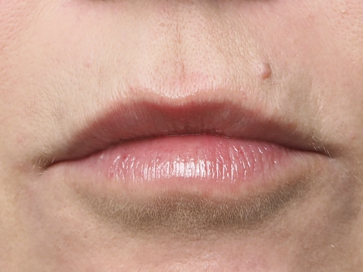 Roter Lippenstift Schritt 2- Lippenpflege