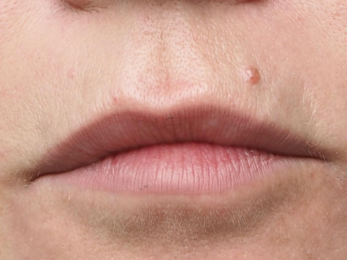 Roter Lippenstift Schritt 3- Kontur