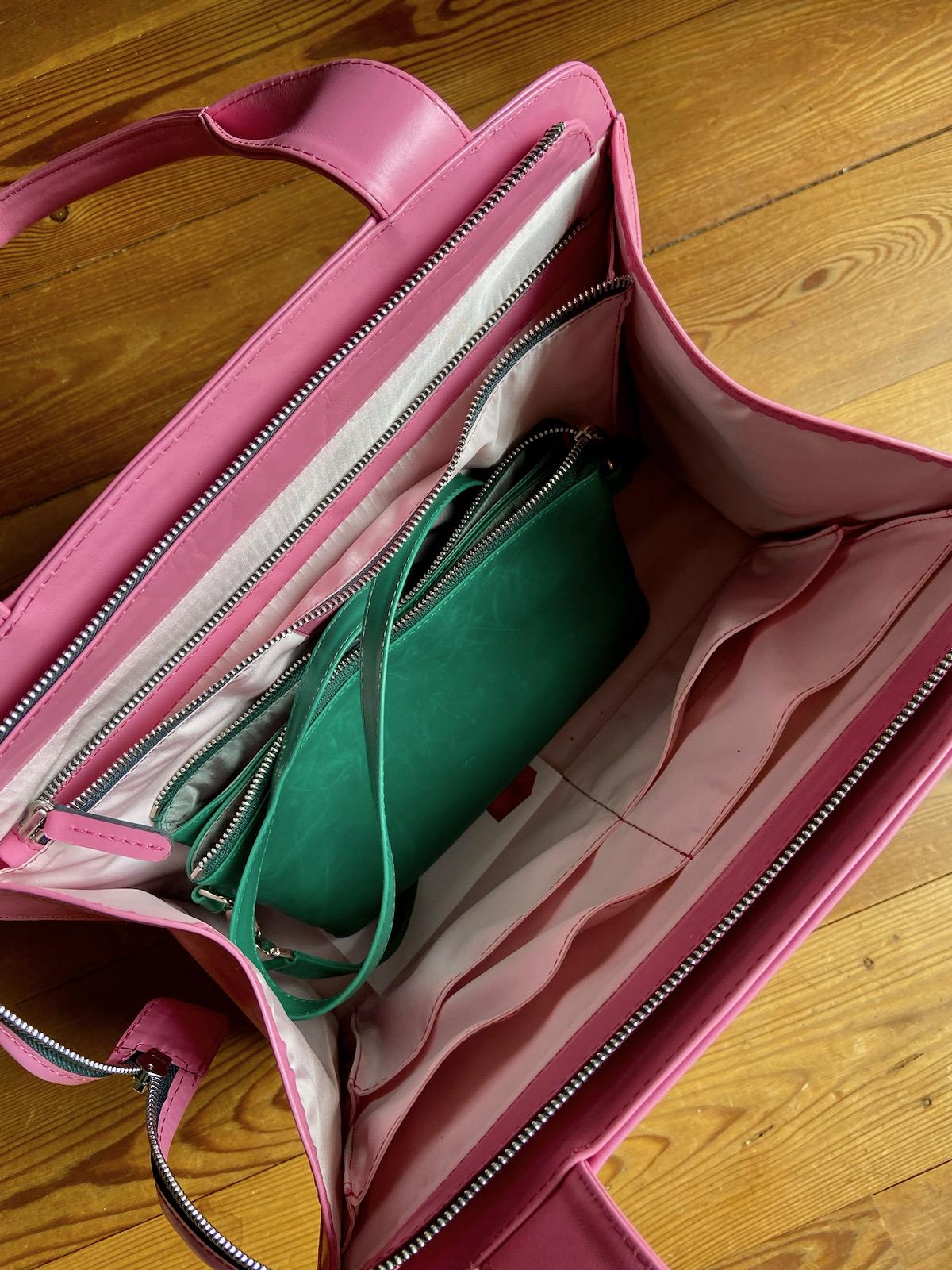 Anke Runge Adele in pink Glattleder mit Mila in grün