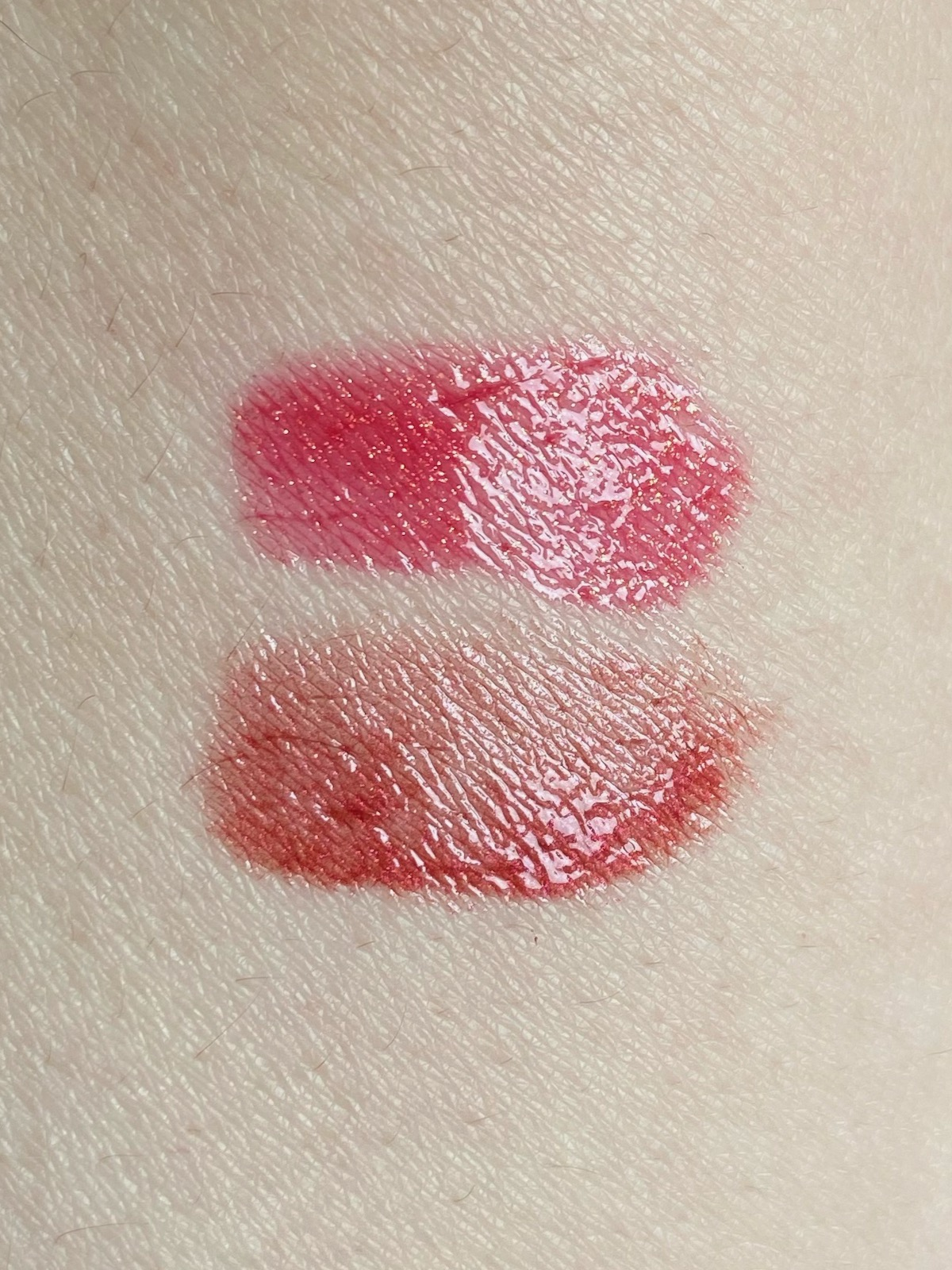 Clarins Lip Comfort Oil Shimmer Swatch 07 red hot 08 burgundy wine