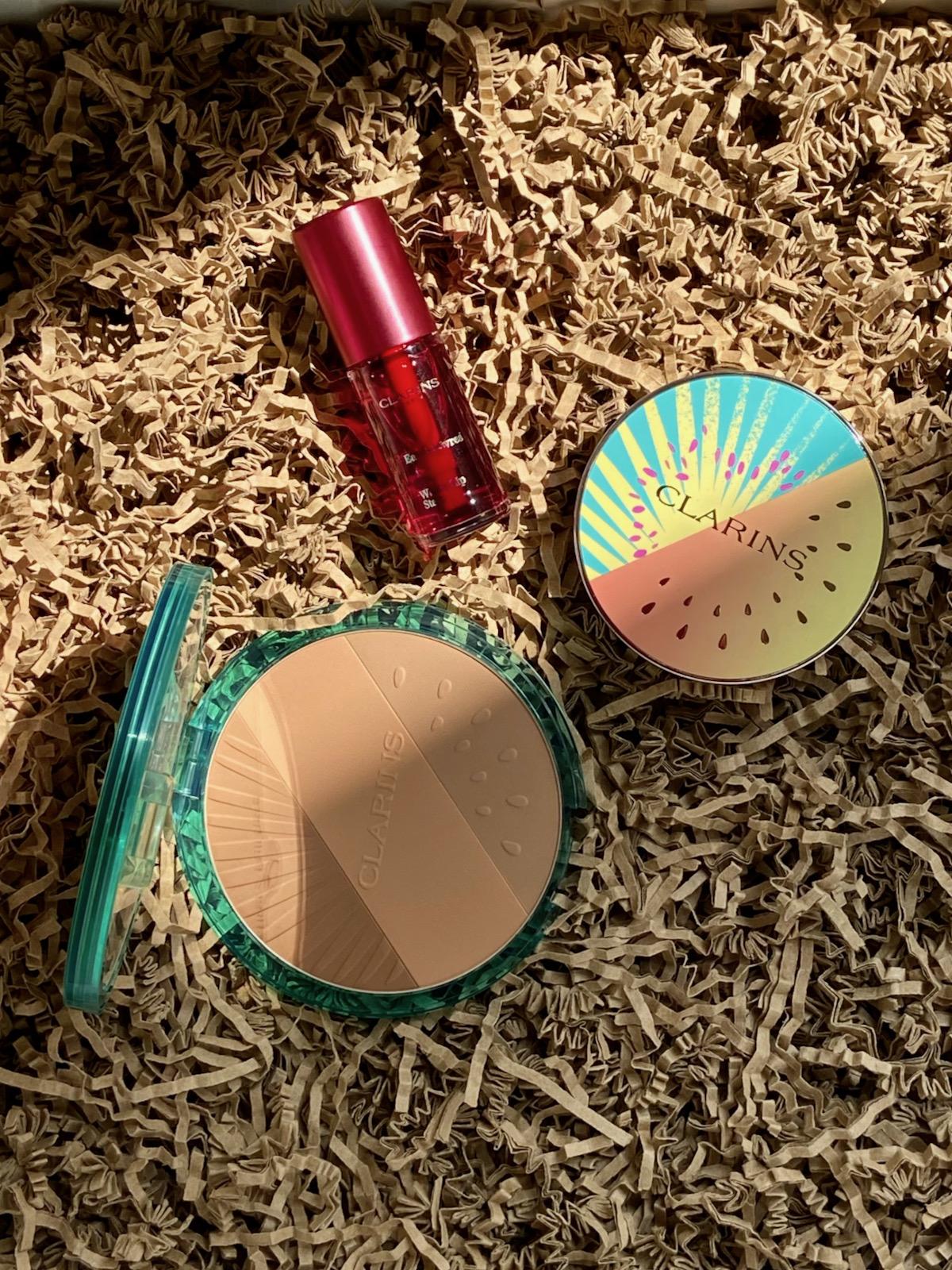 Clarins Sommerlook 2021 Frozen Summer Bronzer Compact Ombre 4 Couleurs Golden Hour Gradation Water Lip Stain 09 deep red water
