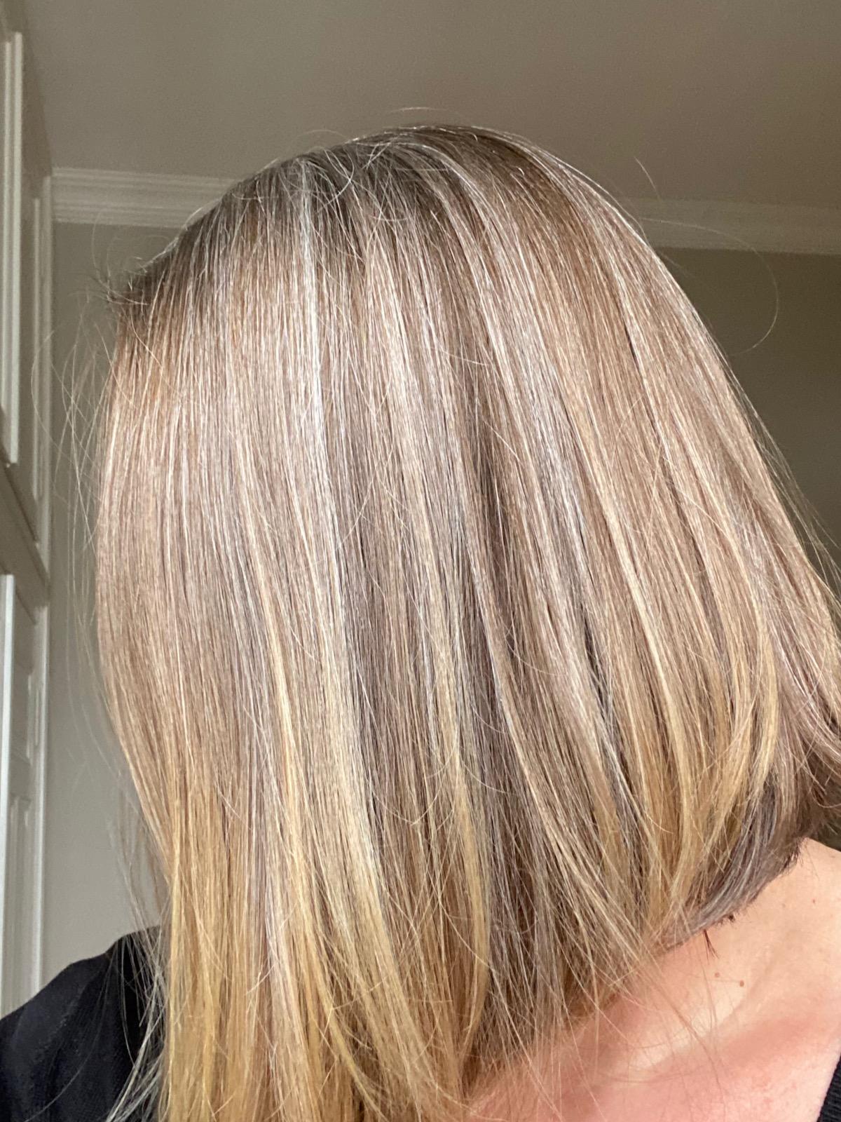Graue Haare Blonde Spitzen
