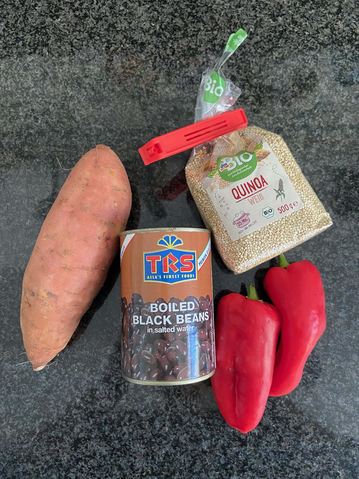 Süßkartoffel Soulfood mit Quinoa und schwarzen Bohnen