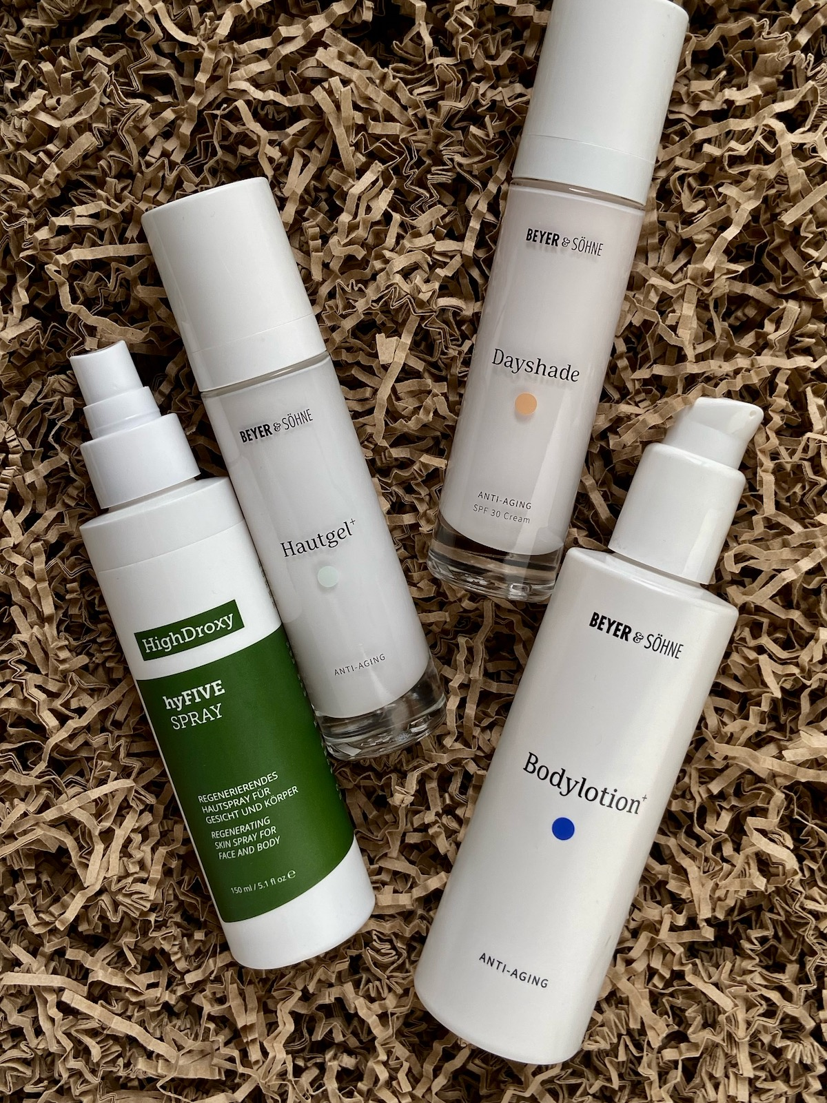 Winterpflege Hals Dekolleté HighDroxy hyFIVE Spray Beyer & Söhne Hautgel+ Bodylotion+ Dayshade Cream